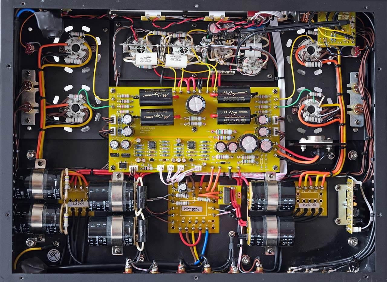 Blick von unten auf die Platine des Line Magnetic LM-150IA