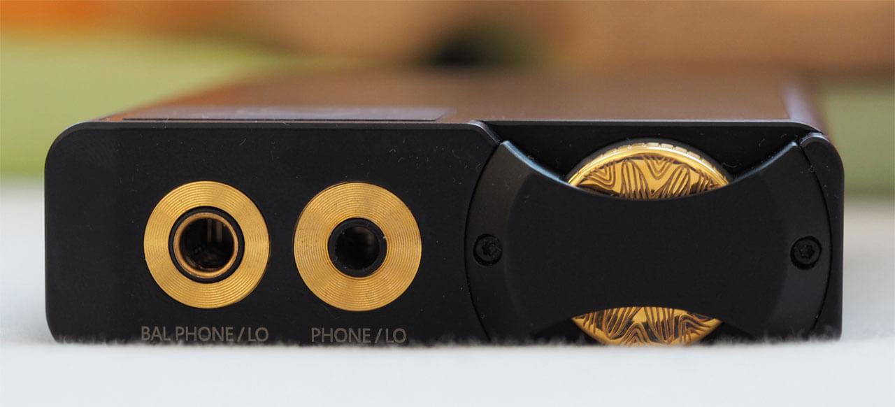 Der 21 Millimeter starke Lotoo PAW Gold Touch kommt mit griffigem Lautstärkerädchen und sowohl symmetrischen wie unsymmetrischen Ausgängen