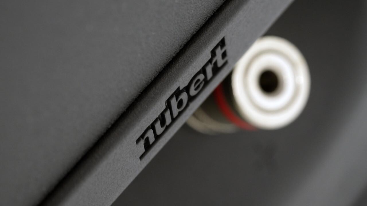Nubert-Logo auf der Rückseite der Nubert nuBoxx B-40