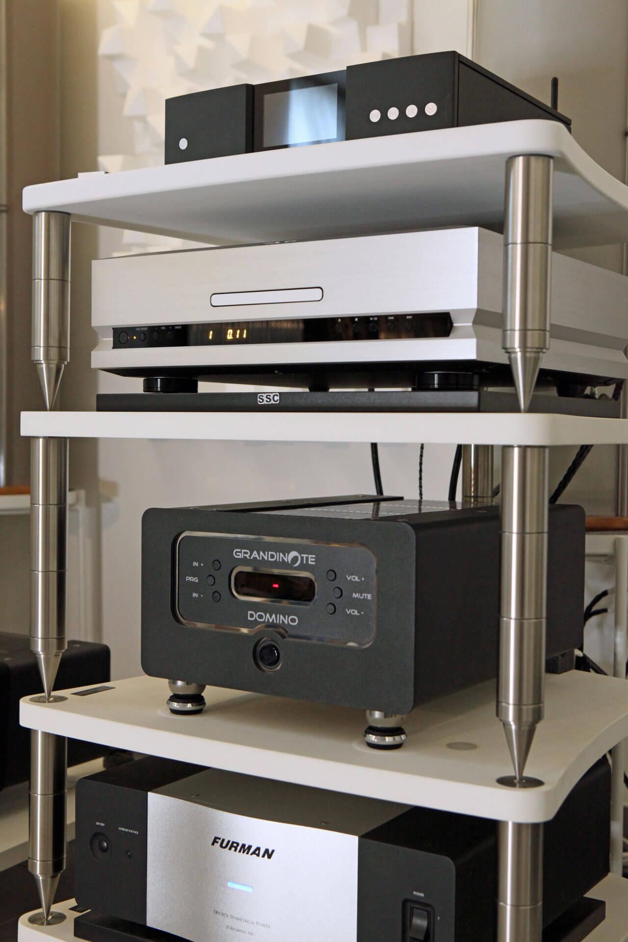 Grandinote Demone mit TAD-CD-Player im Rack