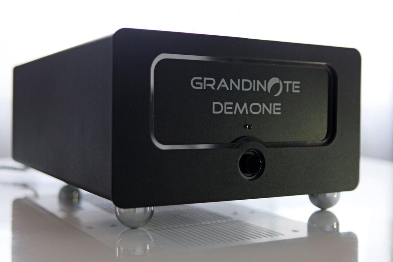 Grandinote Demone - schräg seitlich fotografiert