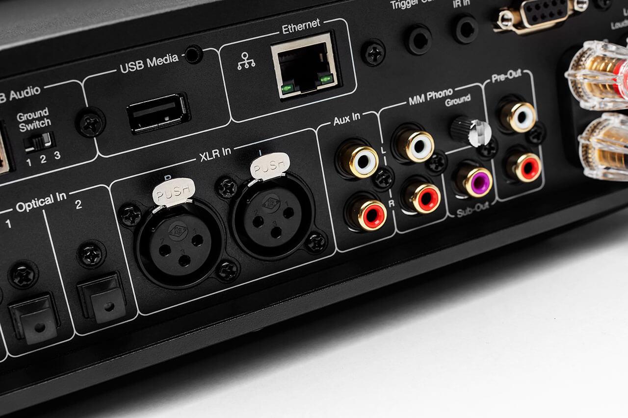 Der Cambridge Audio EVO 150 bietet vielen Quellen Zugang, sogar ein symmetrischer Hochpegeleingang ist mit an Bord