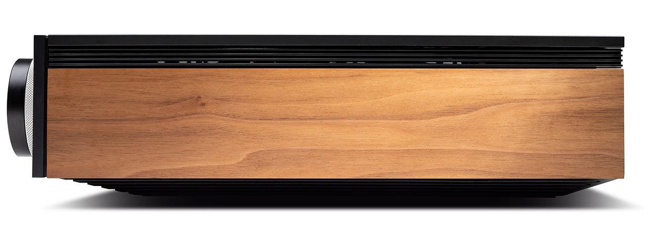 Die Holzwangen des Cambridge EVO 150 transportieren etwas 70er-Jahre-Flair