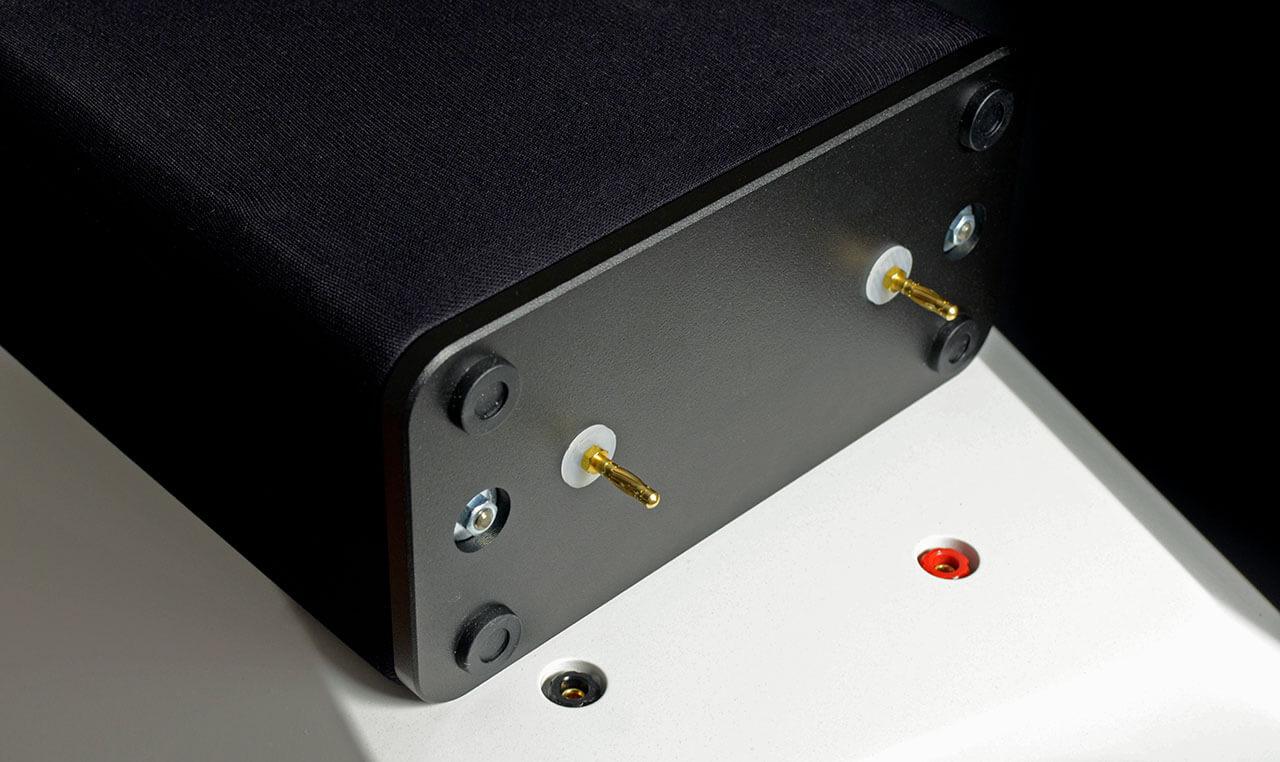 Der AMT-Hochtöner wird einfach vorne auf den Kopf des Lautsprechers gestellt