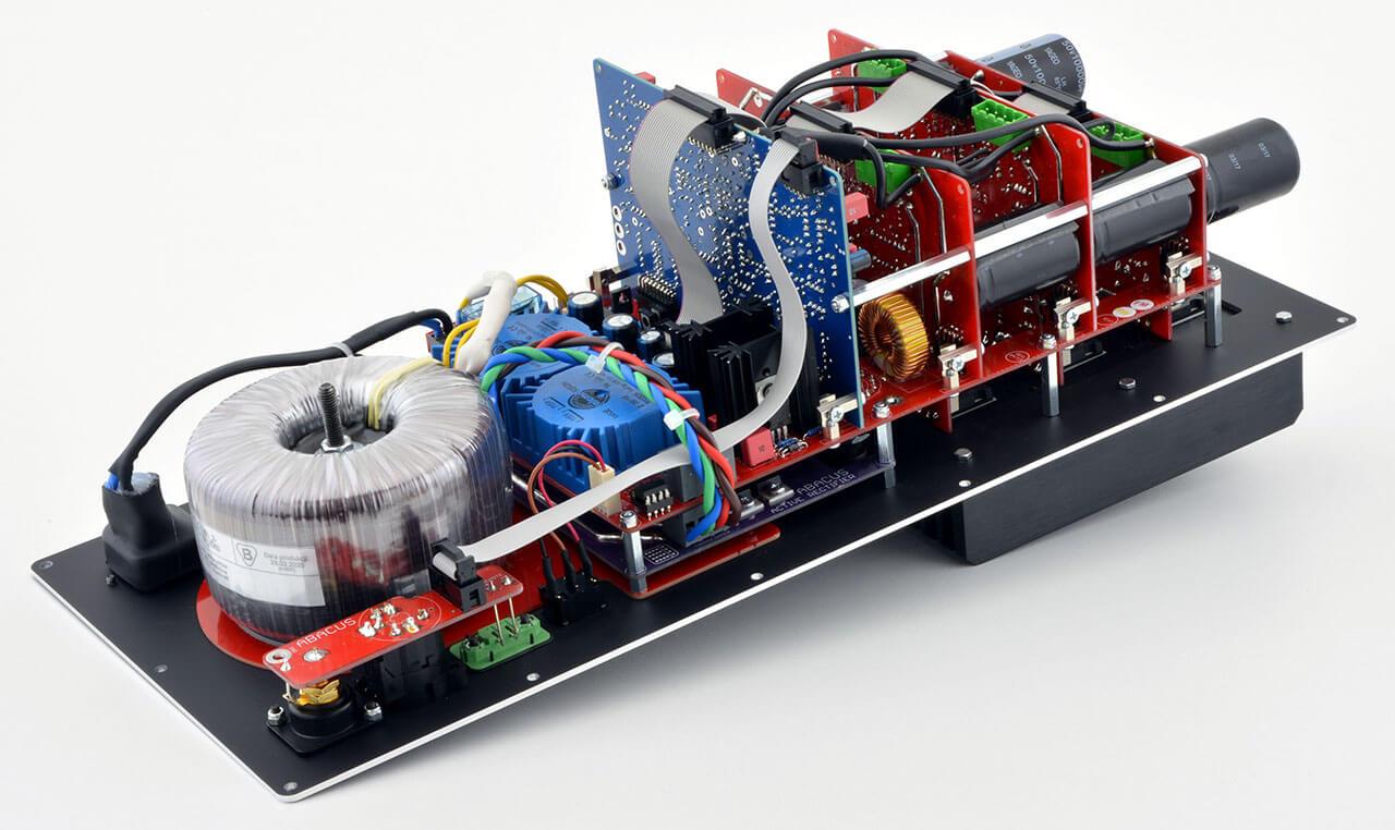 Natürlich stecken in der Abacus Oscara 212 proprietäre Elektronik und Verstärker in Dolifet-Technik, keine Zukauf-Module