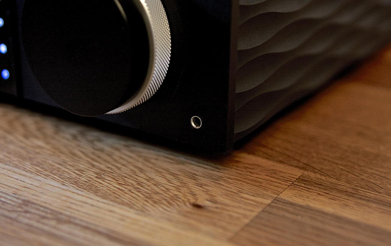 Der Cambridge Audio EVO 150 bietet auf der Front eine 3,5-mm-Klinkenbuchse