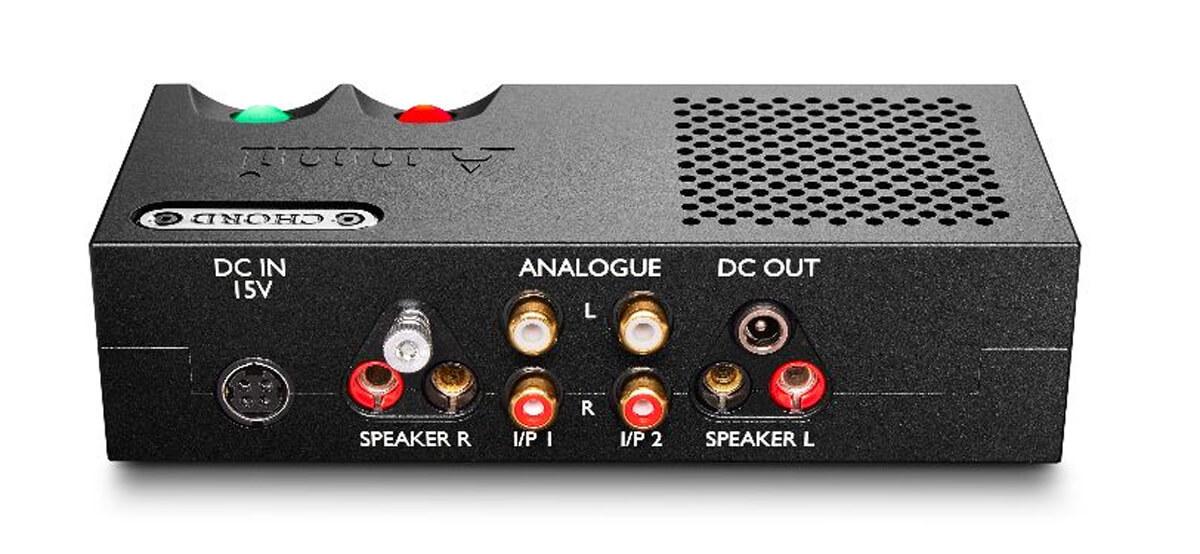 Die Rückseite des Chord Electronics Anni: Über DC Out können weitere Geräte aus der Desktop-Serie von Chord mit Strom versorgt werden
