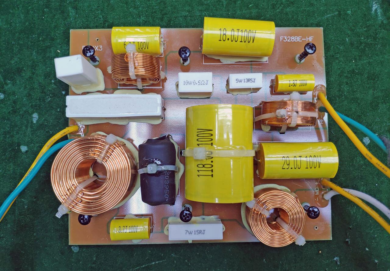 Revel Performa F328Be: Frequenzweiche für den Mittel-/Hochton
