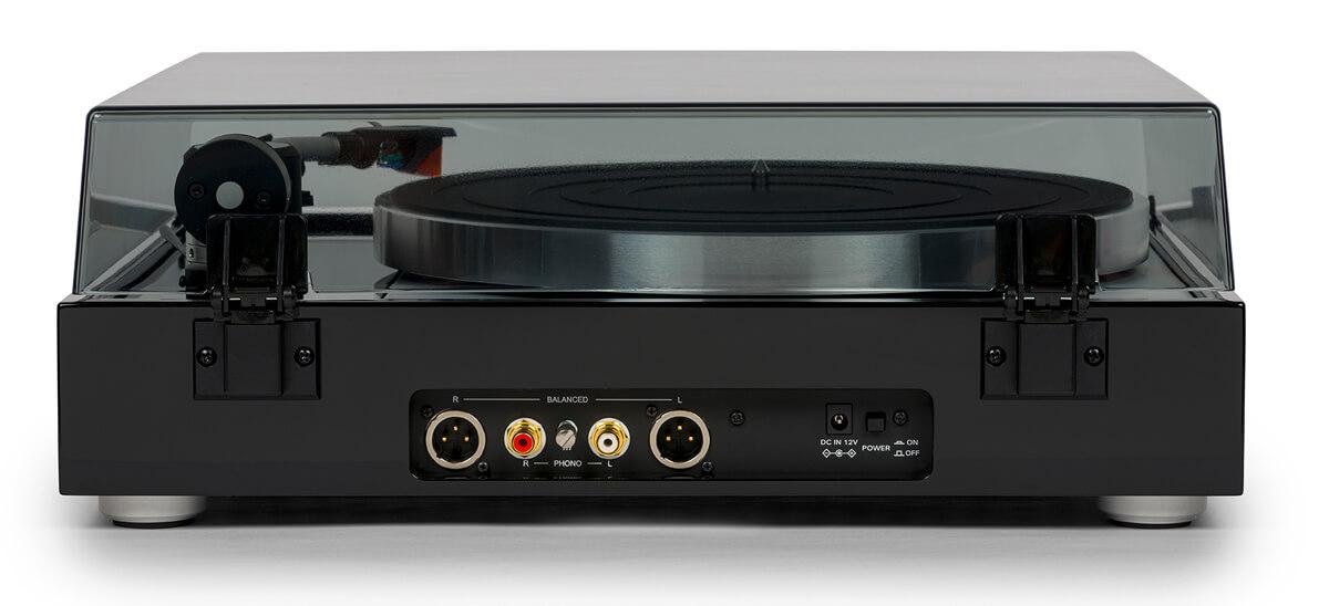 Thorens TD 1500 Schallplattenspieler: Rückseite mit XLR-Anschlüssen