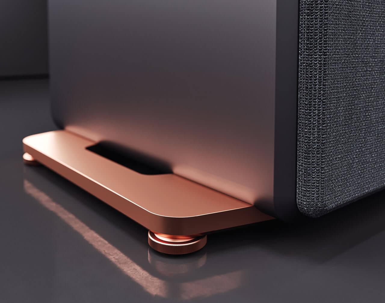 """Die kupferne Sockelplatte der """"Copper Noir""""-Versionen der Inklang Ayers Four und Five"""