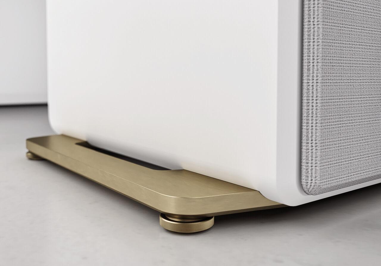 """Die hellgoldene Sockelplatte der """"Gold Blanche""""-Versionen der Inklang Ayers Four und Five"""